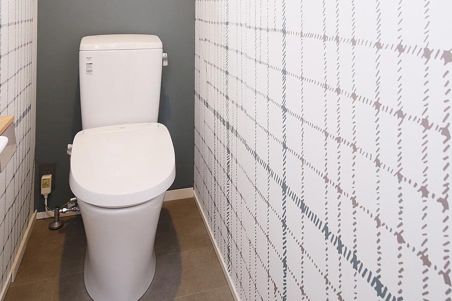 娘さんがデザインしてくれたトイレの壁紙