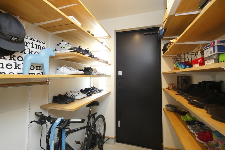 自転車も置ける大容量の玄関収納