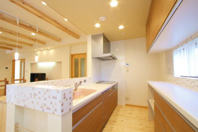 センスが光るおしゃれなモザイクタイルのキッチン