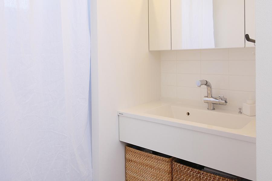 シンプルで清潔感のある洗面
