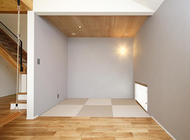 リビングの一角にある寛ぎの和室スペース