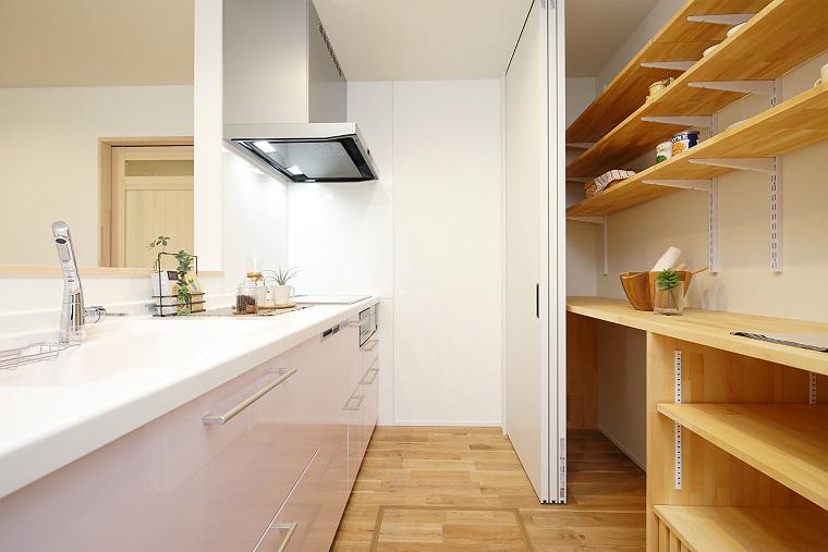隠せるキッチン収納