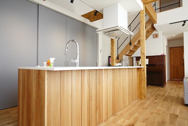 大容量の隠せるキッチン収納